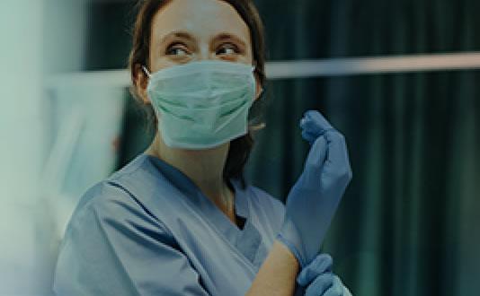 A enfermagem na linha de frente do combate ao COVID-19